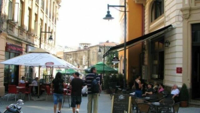 """De sezon. Ultima """"distractie"""" a tinerilor din Timisoara este furtul scaunelor de la terase"""