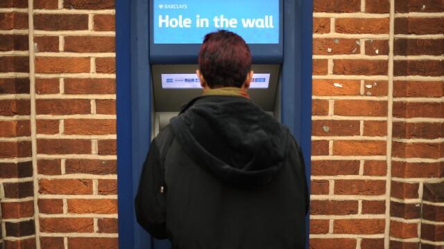 92% din furturile de pe carduri din Anglia, comise de romani.Banda in actiune,intr-un documentar ITV