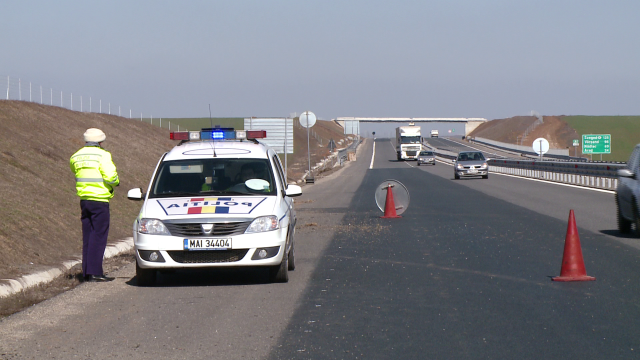 Colete din Ungaria imprastiate pe drum, langa Timisoara. Un tir a ajuns de pe autostrada, in sant - Imaginea 6