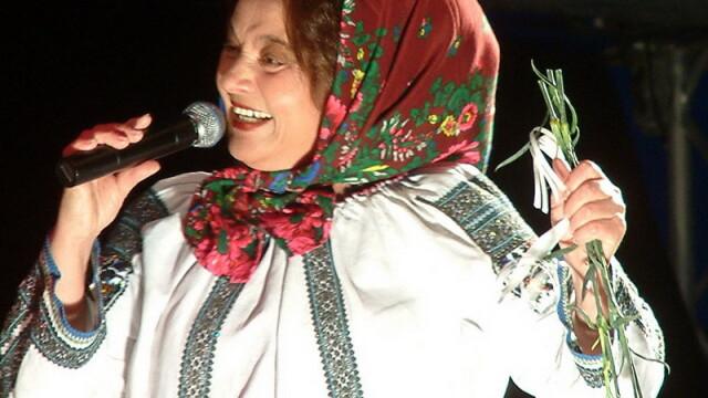 Cantareata Laura Lavric, suparata ca nu mai poate canta in ansamblul \