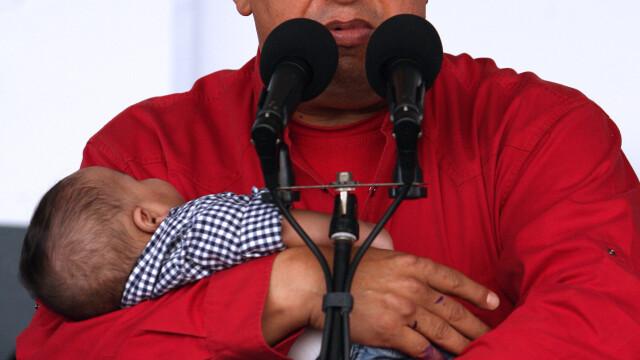 Povestea lui Hugo Chavez in 10 imagini: crescut in saracie alaturi de 6 frati, a ajuns erou national - Imaginea 7