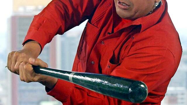 Povestea lui Hugo Chavez in 10 imagini: crescut in saracie alaturi de 6 frati, a ajuns erou national - Imaginea 9