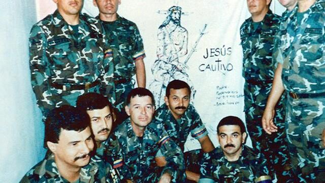 Povestea lui Hugo Chavez in 10 imagini: crescut in saracie alaturi de 6 frati, a ajuns erou national - Imaginea 2