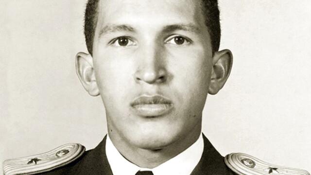 Povestea lui Hugo Chavez in 10 imagini: crescut in saracie alaturi de 6 frati, a ajuns erou national - Imaginea 11