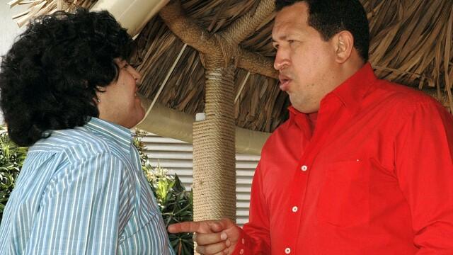 Povestea lui Hugo Chavez in 10 imagini: crescut in saracie alaturi de 6 frati, a ajuns erou national - Imaginea 12