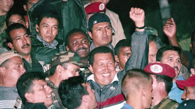 Povestea lui Hugo Chavez in 10 imagini: crescut in saracie alaturi de 6 frati, a ajuns erou national - Imaginea 14