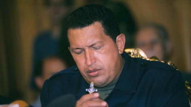 Povestea lui Hugo Chavez in 10 imagini: crescut in saracie alaturi de 6 frati, a ajuns erou national - Imaginea 13