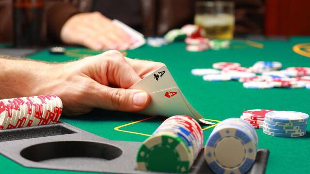 Si-a schimbat numele, dupa ce a pierdut o partida de poker. Este format din 99 de litere