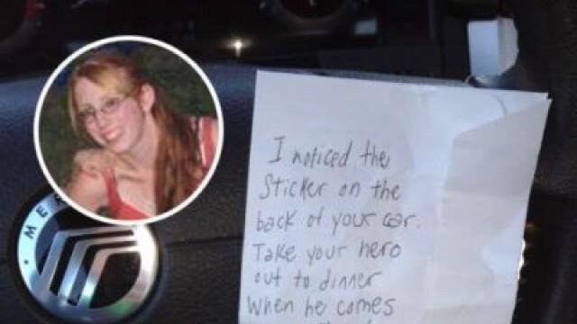 O femeie a izbucnit in plans dupa ce a gasit un bilet in parbrizul masinii. Ce mesaj a primit