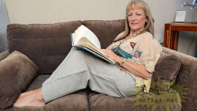 Este pensionara si bunica, insa ceea ce face cand e singura acasa, i-ar ingrozi toata familia. FOTO