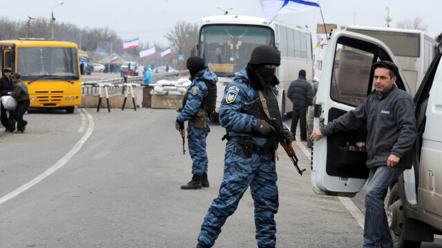 CRIZA din Crimeea: Putin nu a luat inca decizia unei interventii militare in Ucraina. Armata de la Kiev, in stare de alerta - Imaginea 4