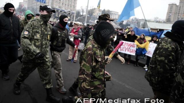 CRIZA din Crimeea: Putin nu a luat inca decizia unei interventii militare in Ucraina. Armata de la Kiev, in stare de alerta - Imaginea 10