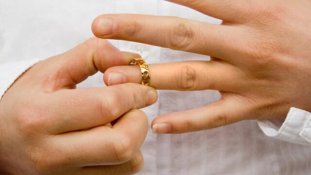 Studiu: Persoanele divortate de peste 40 de ani au vieti amoroase mai intense decat adolescentii