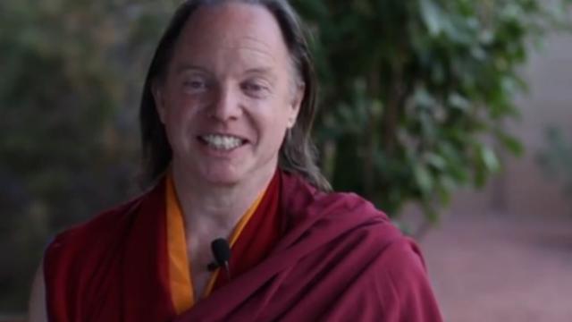 Ritualuri neobisnuite intr-o tabara budista din America. Cum isi conducea supusii calugarul respins de Dalai Lama