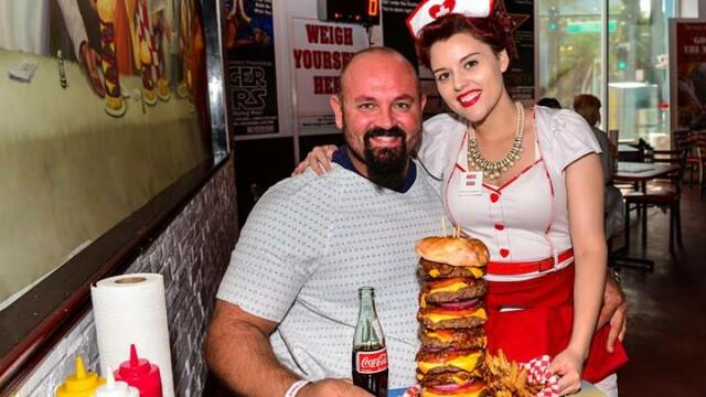 Burgerul ce contine 9.982 de calorii. Proprietarul restaurantului care l-a inventat spune ca \