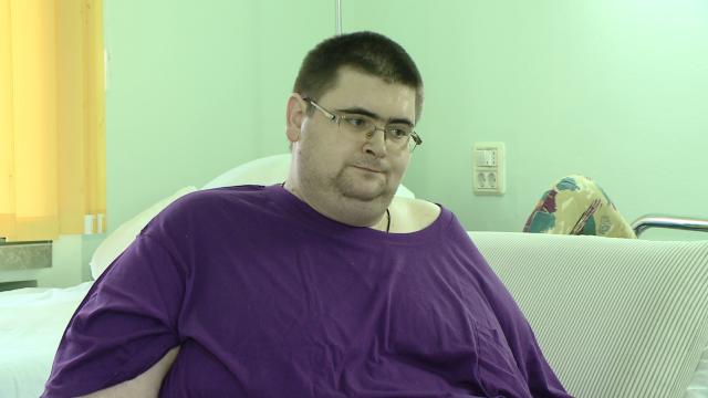 Dupa patru ani,Robert a avut prima noapte in care a reusit sa doarma normal,la spitalul din Timisoara. Starea barbatului obez