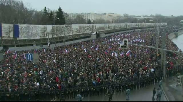 Zeci de mii de oameni au iesit in strada la Moscova in memoria lui Boris Nemtov. \