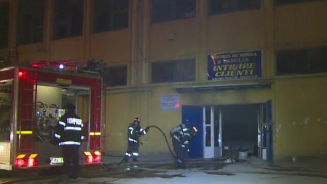 Incendiu puternic la un depozit de mobila din Capitala. Pagube uriase dupa ce flacarile au cuprins 1.000 de metri patrati