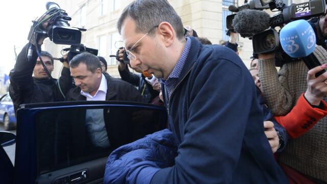 Deputatul Theodor Nicolescu a fost retinut de DNA. Este acuzat ca luat mita peste 1 milion de euro
