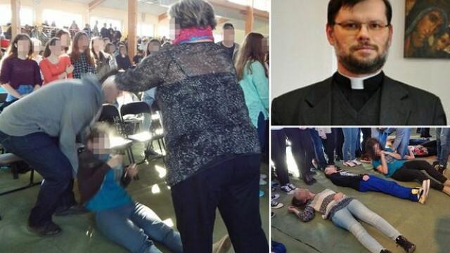 Ritual desprins parca din secolul trecut. Exorcism in masa la o tabara scolara din Polonia. Preotul voia sa \
