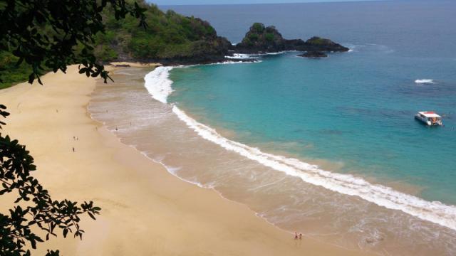 Care este cea mai frumoasa plaja din lume. O insula ce apartine Spaniei, in top 10 preferinte ale turistilor in 2016 - Imaginea 1
