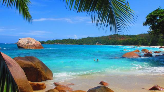 Care este cea mai frumoasa plaja din lume. O insula ce apartine Spaniei, in top 10 preferinte ale turistilor in 2016 - Imaginea 4
