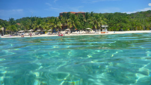 Care este cea mai frumoasa plaja din lume. O insula ce apartine Spaniei, in top 10 preferinte ale turistilor in 2016 - Imaginea 9