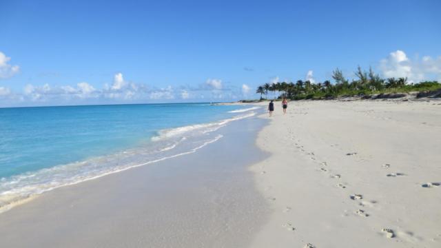 Care este cea mai frumoasa plaja din lume. O insula ce apartine Spaniei, in top 10 preferinte ale turistilor in 2016 - Imaginea 11