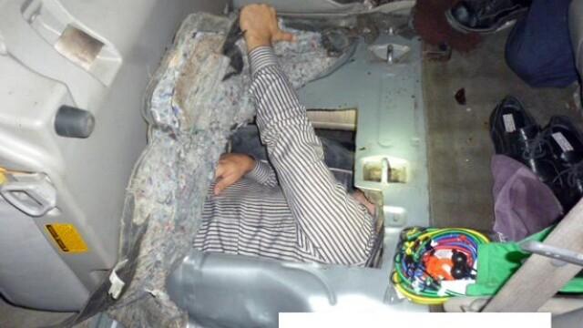 Un barbat din Brazilia a incercat sa intre ilegal in SUA ascunzandu-se in rezervorul de benzina de la un SUV