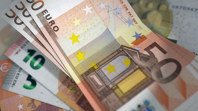 Scaderi dramatice la bursele internationale, dupa exploziile din Bruxelles. Ce s-a intamplat cu moneda Euro
