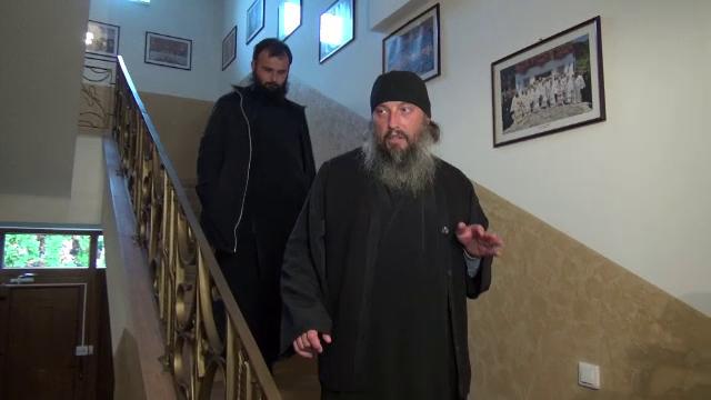 Cei 3 preoti acuzati ca au furat mana Sfantului Haralambie au fost gasiti nevinovati. Cine sunt de fapt hotii