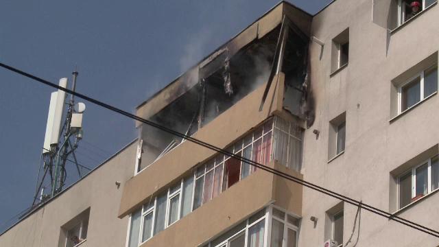 Panica intr-un bloc cu zece etaje din Ploiesti, unde a izbucnit un incendiu. Doua persoane au ramas captive in apartamente