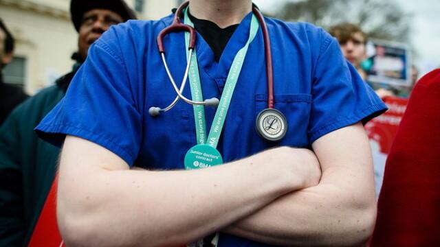 Studiu: Cei mai multi medici europeni aflati in Marea Britanie se gandesc sa plece din aceasta tara, din cauza BREXIT