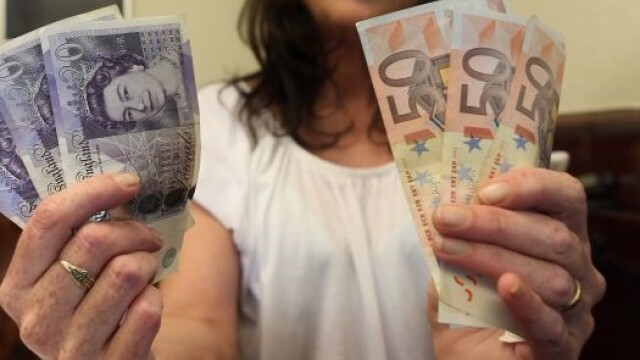 A gasit o bancnota de 20 de lire pe strada, dar i s-a intocmit cazier. De ce fapta a fost acuzata tanara
