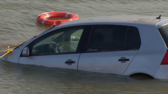 A sunat la 112 si a spus ca a vazut o masina plonjand in Dunare. Ce au descoperit anchetatorii in autoturism, dupa 24 de ore