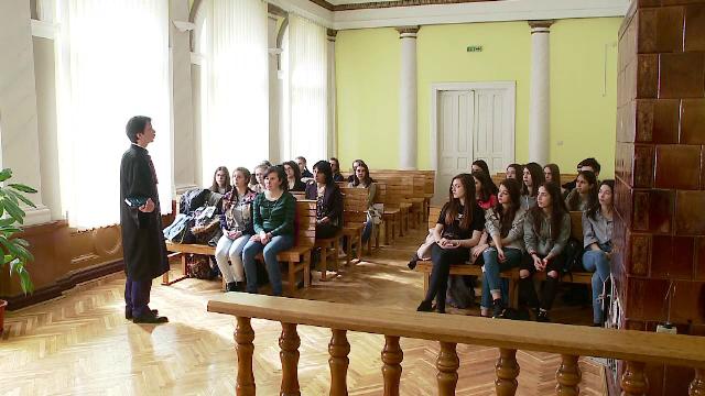 Elevii de liceu din Cluj au aflat care este diferenta dintre furt si talharie, la ora de educatie juridica: \