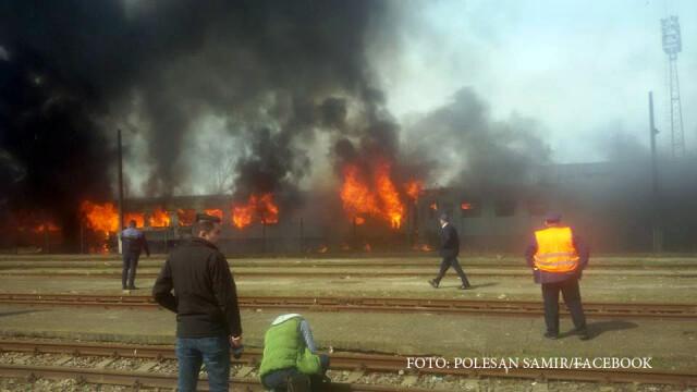Incendiu urias in Gara de Nord din Timisoara, stins abia dupa 2 ore. Cine ar fi dat foc vagoanelor