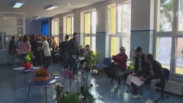 Doi angajati ai Centrului de Transfuzii din Craiova, retinuti. Politistii i-au prins in flagrant vanzand pungi cu sange