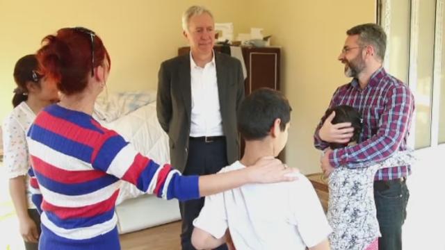 Casa de tip familial deschisa in Baia Mare pentru copiii orfani. Ambasadorul SUA a vorbit cu oamenii defavorizati din zona