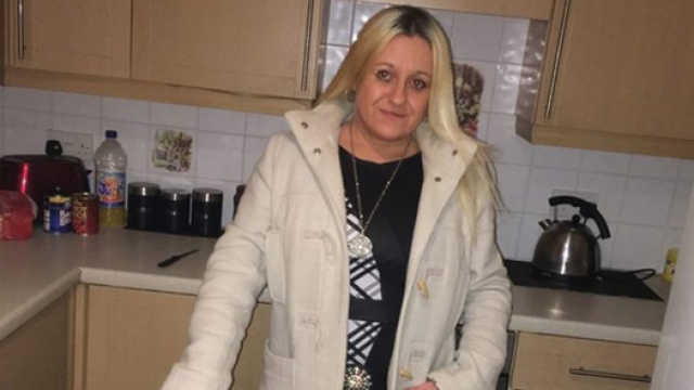 O femeie din UK a fost condamnata la inchisoare pentru ca si-a terorizat vecinii. Melodia pe care o asculta in continuu