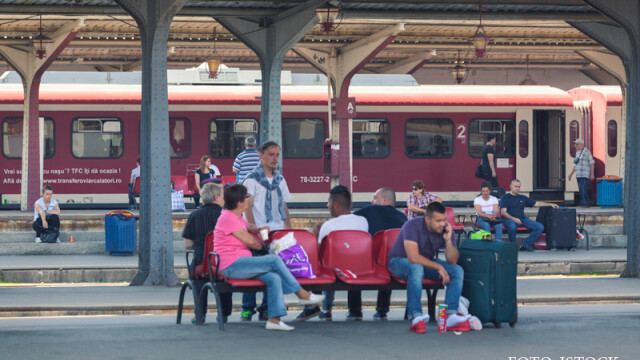 Gara de Nord, pasageri care asteapta trenul