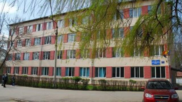 Elevă agresată de un grup de colegi în faţa Liceului sportiv din Oradea