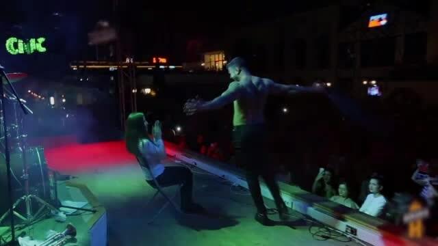 petrecere cu striptease