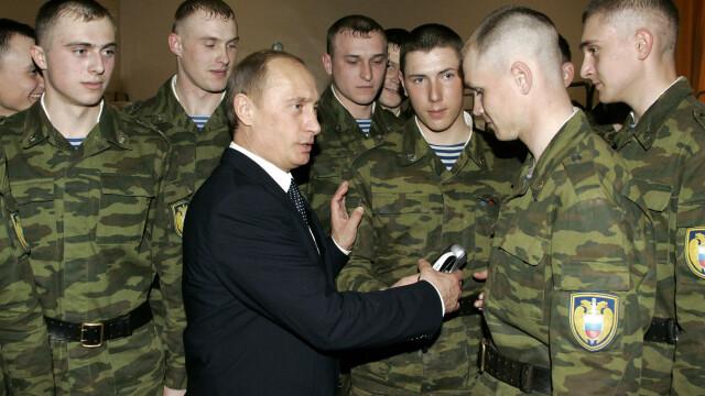 Vladimir Putin si soldati