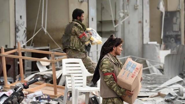 Rebelii sirieni aliaţi cu Turcia au jefuit orașul Afrin. GALERIE FOTO
