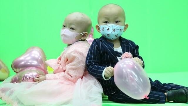 """Doi copii de doi ani bolnavi de leucemie, căsătoriți de părinți. """"Era visul meu"""""""