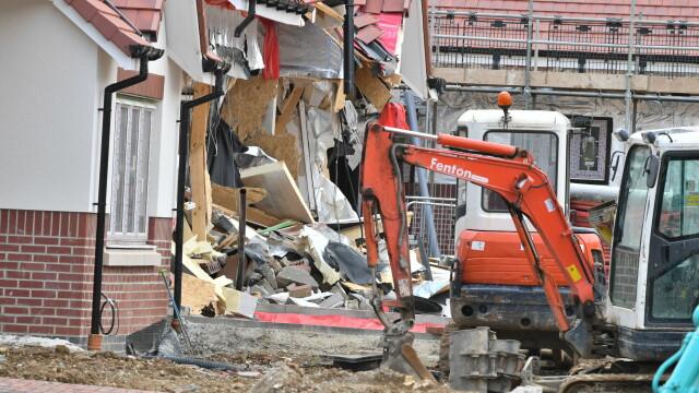 Sentința în cazul românului care a distrus 5 case cu excavatorul, în Marea Britanie. VIDEO - Imaginea 4