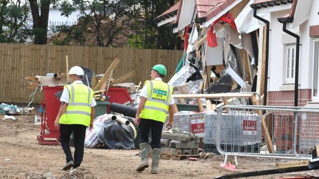 Sentința în cazul românului care a distrus 5 case cu excavatorul, în Marea Britanie. VIDEO - Imaginea 5