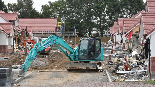 Sentința în cazul românului care a distrus 5 case cu excavatorul, în Marea Britanie. VIDEO - Imaginea 6