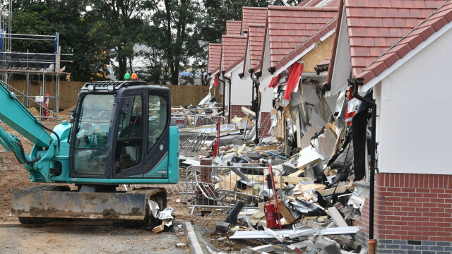 Sentința în cazul românului care a distrus 5 case cu excavatorul, în Marea Britanie. VIDEO - Imaginea 7